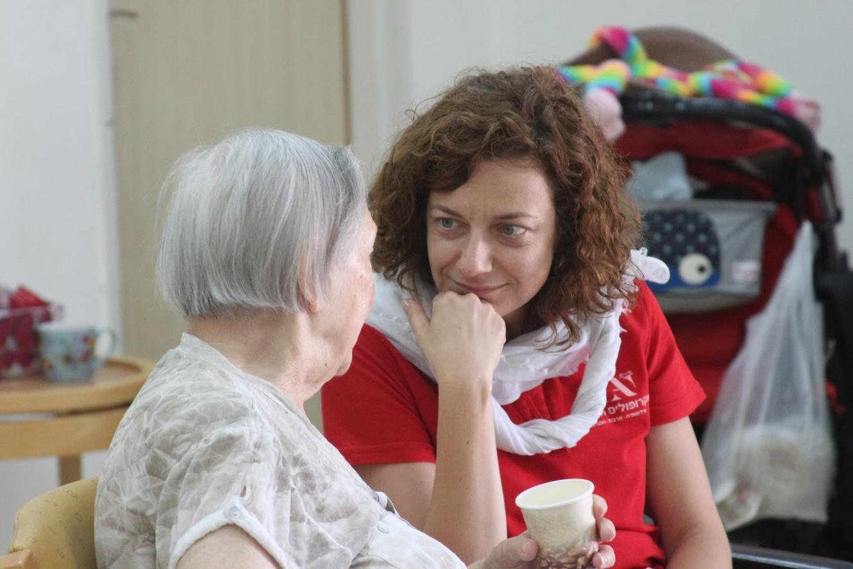 התנדבות יחד עם קשישי העיר