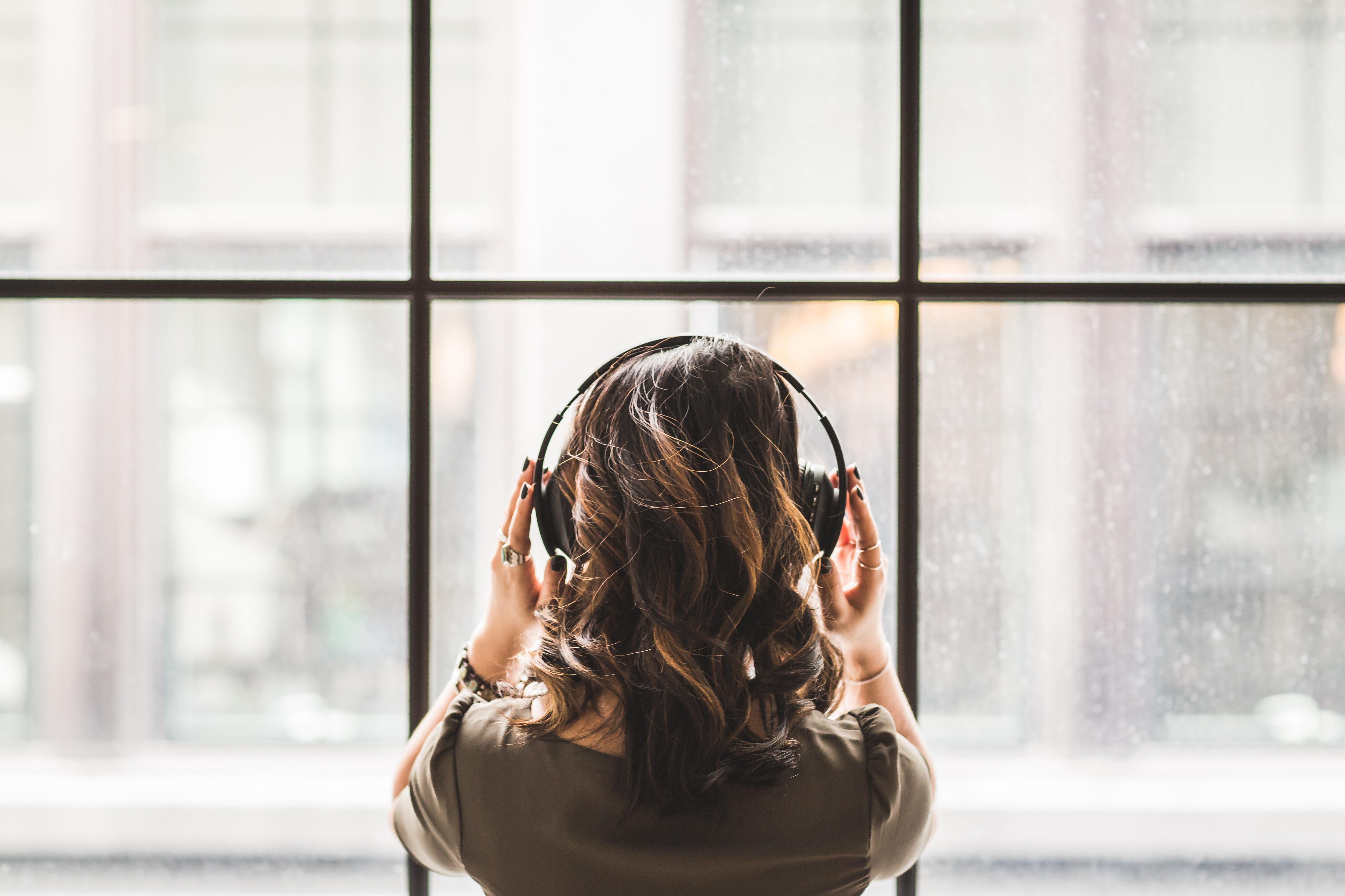 לחיות את האמן שבי – הקשר בין המנגינות שאנו אוהבים למנגינת חיינו